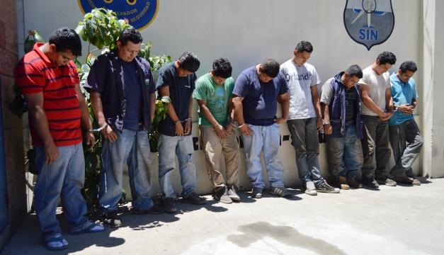 Nueve sujetos fueron capturados en el taller donde se comercializaban partes de vehículos robados. Wilson Urbina.