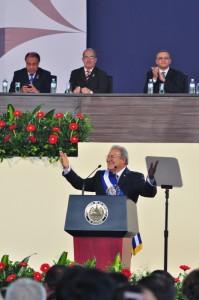 Salvador Sánchez Cerén fue juramentado el 1 de junio de 2014 por el expresidente de la Asamblea, Sigfrido Reyes. /DEM