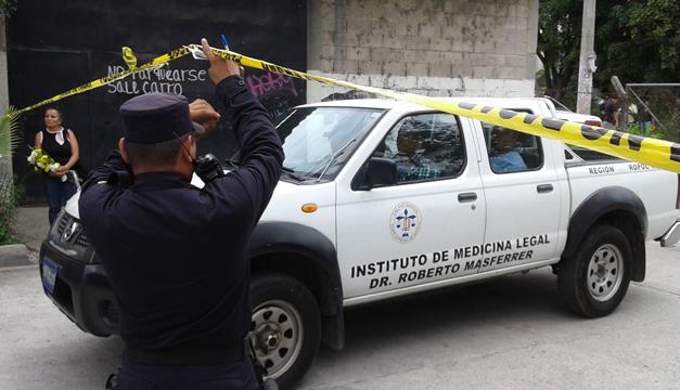 La FGR reconoció el cuerpo de Adán Antonio Girón, motorista de la ruta 29. / ÓSCAR MACHÓN.