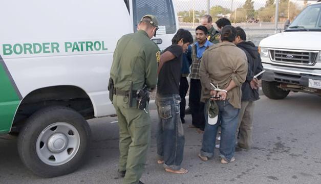 El estado de Arizona sufrió un revés con una ley que negaba la concesión de la libertad bajo fianza a los inmigrantes. / DEM