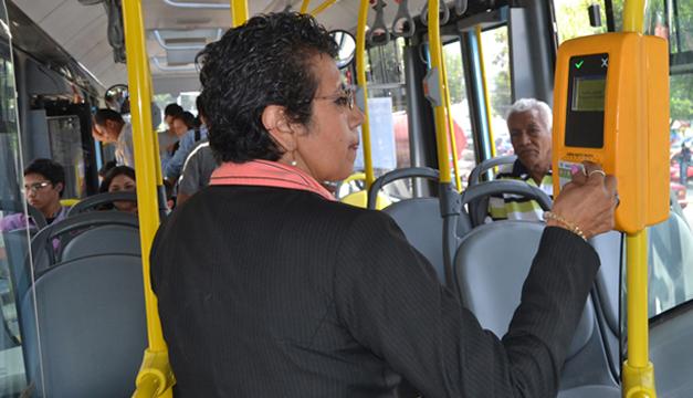 El recorrido en el Sitramss cuesta $0.33, por tramo o recorrido completo desde Plaza Mundo, en Soyapango, hasta la plaza Salvador del Mundo, en San Salvador. /DEM