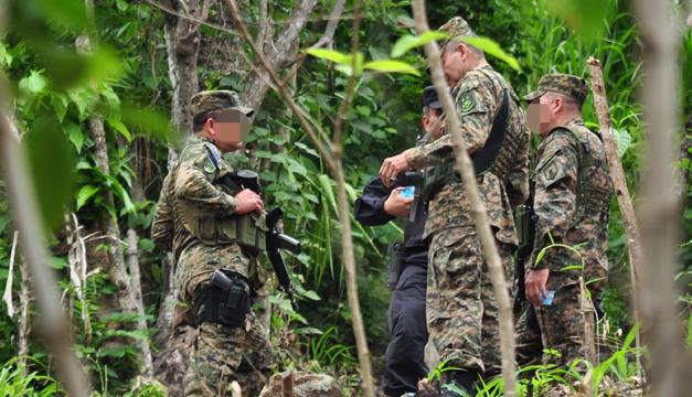 Seis pandilleros de la 18 murieron tras enfrentarse a militares en el cantón Miraflores de San Pedro Perulapán. /Ó.MACHÓN