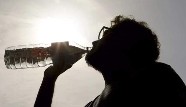 calor-tomando-agua