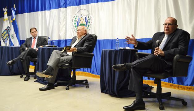 ASI-Foro-La-Verdad-sobre-las-Finanzas-Publicas-Moderador-Luis-Menbreño-Panelistas-Manuel-Enrique-Hinds-Mauricio-Choussy