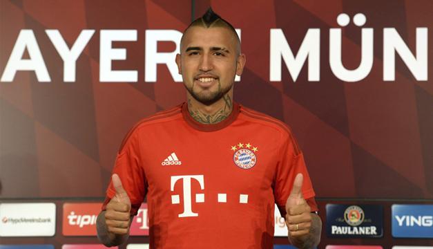 Vidal portando la camisa de su nuevo equipo. Foto/EFE