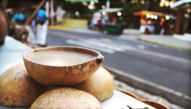 """FOTO: Probablemente el atol """"shuco"""", con alguashte y frijoles negritos, sea uno de los favoritos de muchos. Foto Pablo Corozo."""