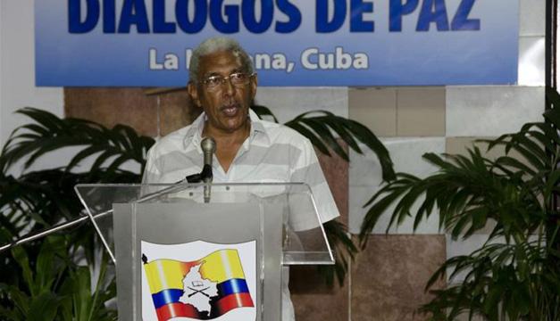 Integrante de la comisión negociadora de las FARC, Joaquín Gómez, en el Palacio de Convenciones de La Habana (Cuba). Foto/EFE