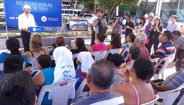 En reunión con habitantes de Barrio San Esteban. Foto por: Ó.M/DEM