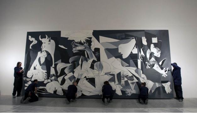 "Su famosa obra ""Guernica"". Foto/EFE"