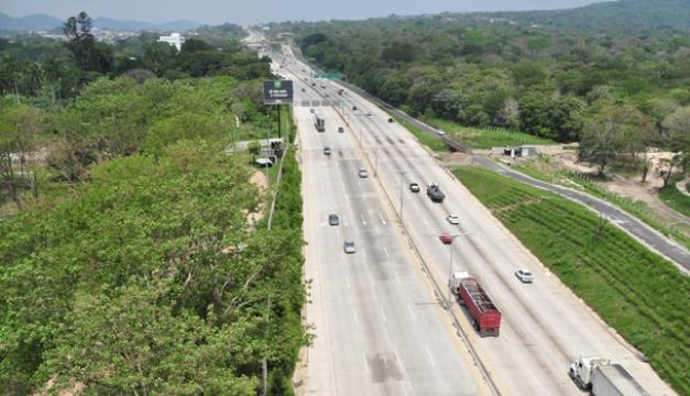 El proyecto del actual bulevar Monseñor Romero, entre Santa Tecla y San Salvador, quedó inconcluso al finalizar el gobierno del expresidente Antonio Saca. /Ó.M.
