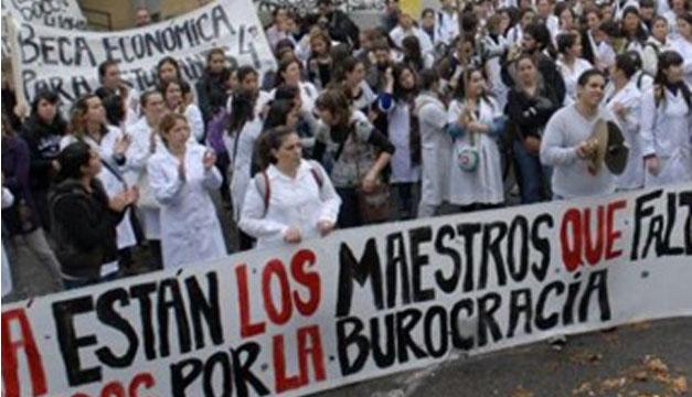 Foto de la protesta de maestros que demandan mejoras para su sector. Tomada de internet.
