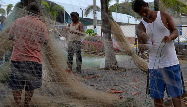 Pescador de pesca artesanal del Puerto de la Libertad. Archivo/DEM