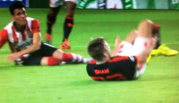 Héctor Moreno barre y lesiona a Luke Shaw | Foto: ESPECIAL