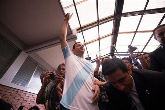El comediante y empresario Jimmy Morales hoy, domingo 25 de octubre de 2015, en Ciudad de Guatemala