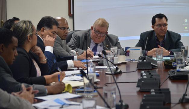 Carlos-Caceres-Comision-Asuntos-Municipales