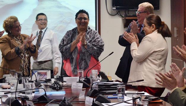Ministro-de-Hacienda-Lorena-Pena-Carlos-Caceres