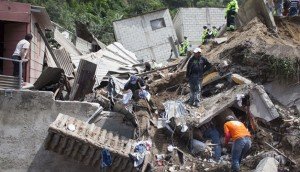 Rescatistas-deslave-Guatemala