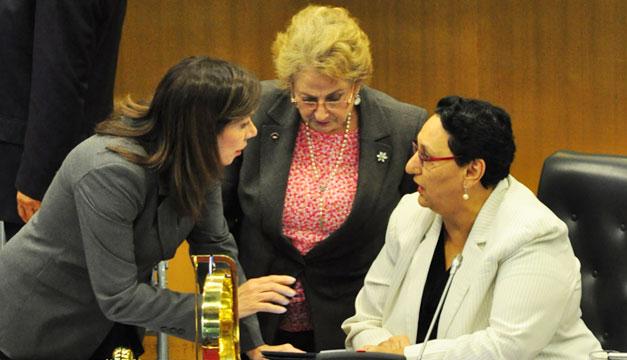 Ana-Vilma-de-Escobar-Milena-de-Calderon-Lorena-Pena