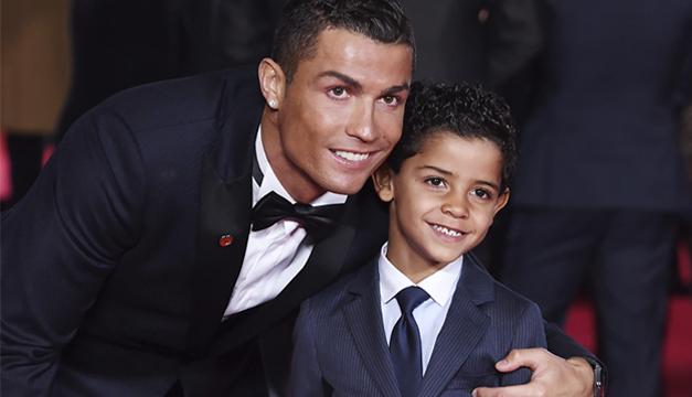 Cristiano Ronaldo junto a su hijo. Foto/EFE