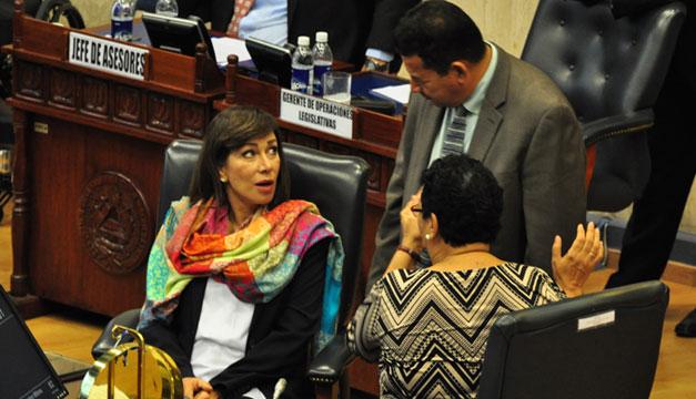 Lorena-Pena-Santiago-Flores-Ana-Vilma-de-Escobar
