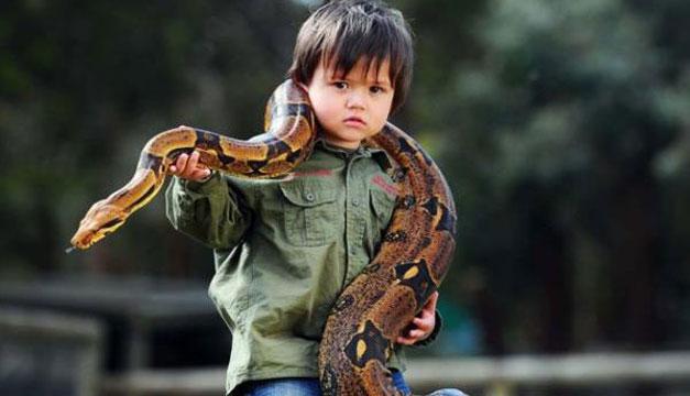 Nino-y-serpiente
