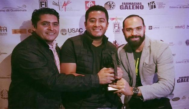 De izquierda a derecha: Víctor Peña, Josué Fernández y Andi Flores. Cortesía