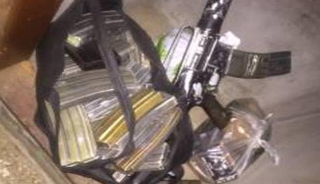 Arma y cartuchos encontrados. Cortesía: Ministerio de Defensa Nacional.