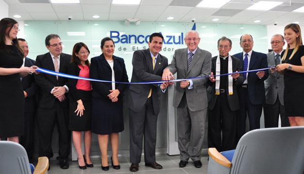Banco-Azul-Carlos-Enrique-Araujo