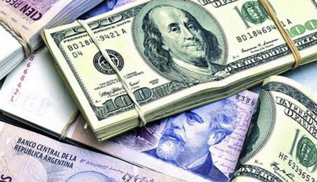 Dolares-y-pesos-argentinos