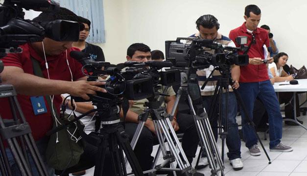Periodistas-camarografos-medios-de-comunicacion