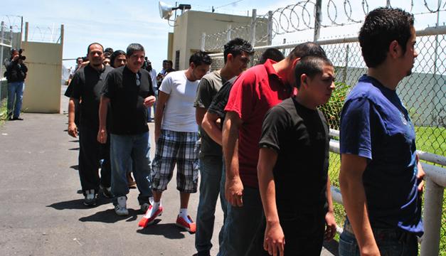 Foto de deportados provenientes de EE.UU. a El Salvador. Archivo DEM
