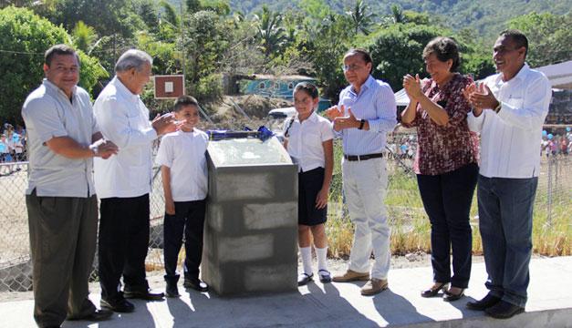 Inauguracion-calle-Arcatao-Salvador-Sanchez-Ceren-Gerson-Martinez
