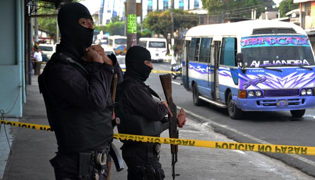 Policias-ataque-a-microbus