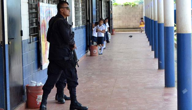 Seguridad-en-las-escuelas-PNC
