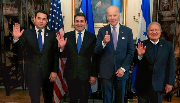 De izquierda a derecha ,  presidente Jimmy Morales de Guatemala, Juan Orlando Hernández de Honduras, el vicepresidente de los Estados Unidos, Joseph Biden, y el mandatario salvadoreño, Salvador Sánchez Ceren. EFE