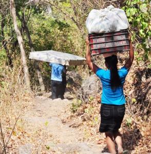 Familias-huyen-por-amenzas-de-pandillas-Sihuetenango-Panchimalco-1