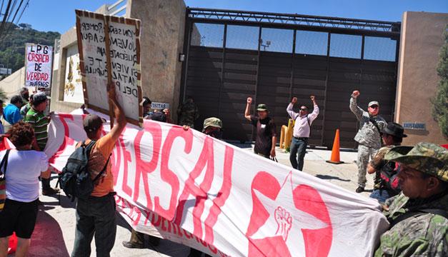 Faversal-veteranos-de-guerra-protestan-en-La-Prensa-Grafica