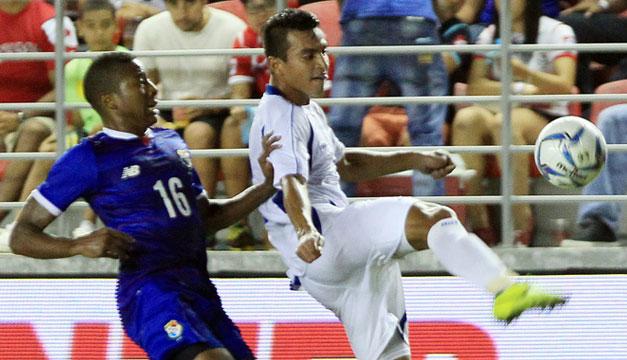 Panama-vs-El-Salvador-Xavi-Garcia
