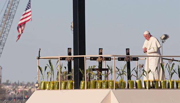 El papa Francisco realiza una corta parada cerca a la frontera internacional con los Estados Unidos para saludar a fieles . Fotografía: Agencia/EFE