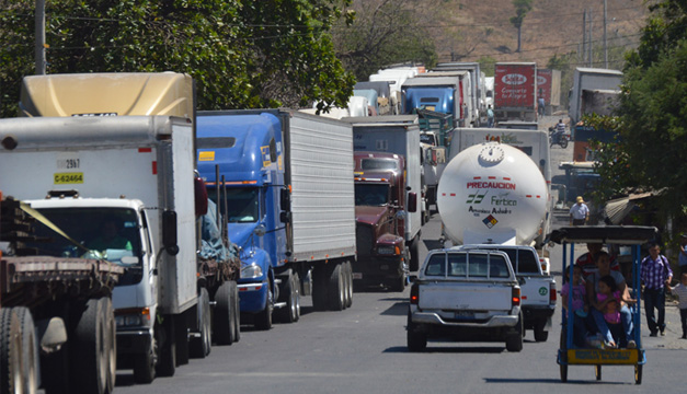 Frontera La Hachadura, Sonsonate. Foto por: Wilson Urbina/DEM.