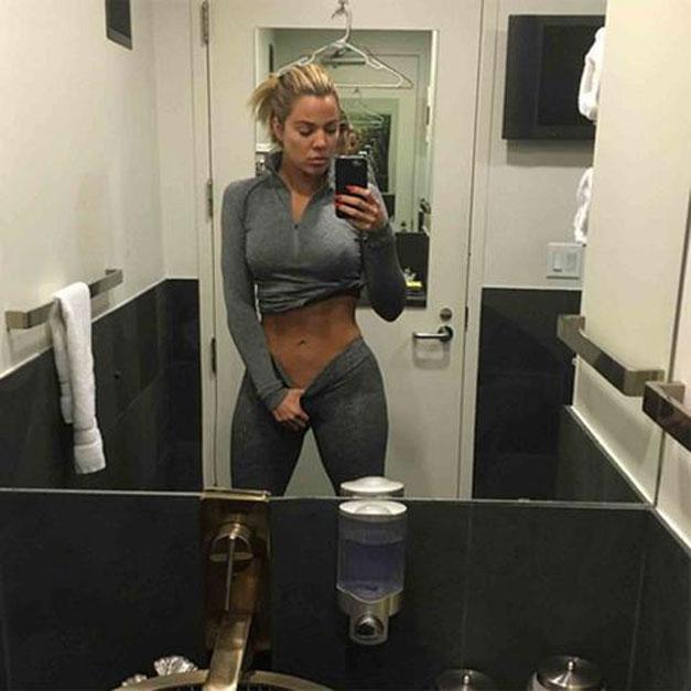 khloe-kardashian-selfie-estomago