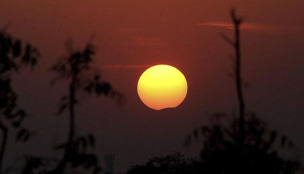 Eclipse total solar-EFE