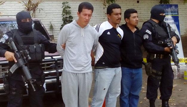 Ecuatorianos-detenidos-en-Acajutla
