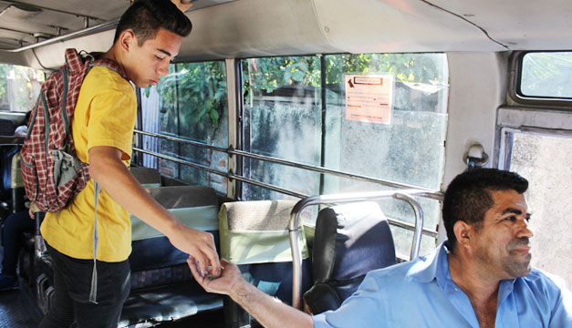 Estudiante-bus-subsidio