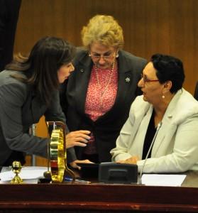 Ana-Vilma-de-Escalon-Milena-de-Calderon-Lorena-Pena-Asamblea