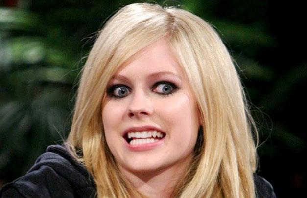Avril-Lavigne-sonriendo