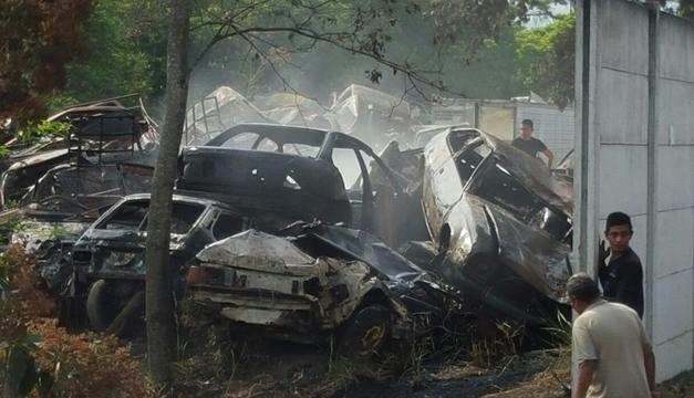 Incendio carros-DEM