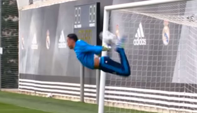 Keylor-Navas-escorpion