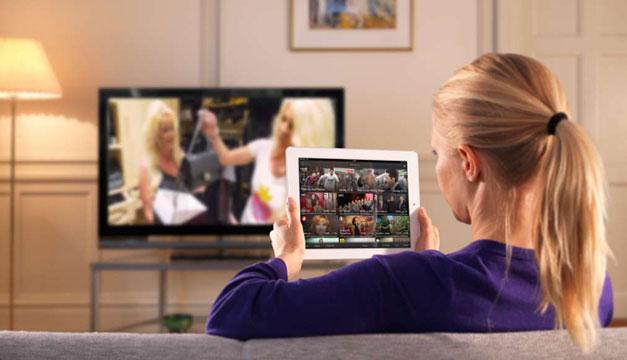 Mujer-viendo-la-TV