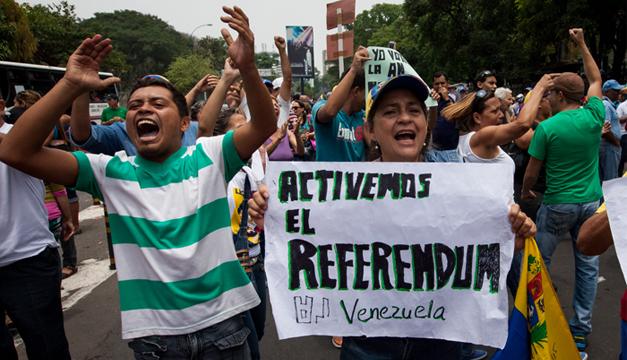Opositores se manifiestan en apoyo de un referendo revocatorio que acortaría el mandato del presidente Nicolás Maduro. EFE